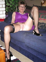 Awesome-looking mature grandmama is posing fully undressed on cam