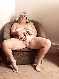Elegant-looking mature grandmom enjoys fucking