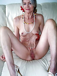 Mature cougars are giving head