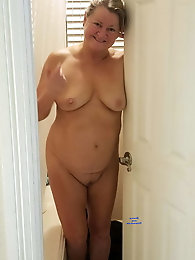 Polish older milf puts on hot underwear